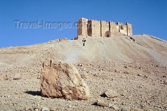syria80: Syria - Palmyra: climbing to Qala'at ibn Maan castle - photo by J.Kaman - (c) Travel-Images.com - Stock Photography agency - Image Bank
