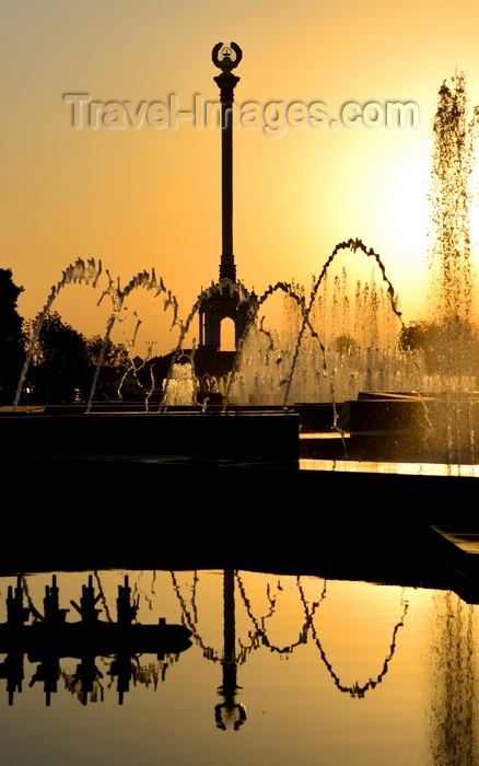 tajikistan41: Dushanbe, Tajikistan: column with the Tajikistani national coat of arms reflected in a fountain - late afternoon sun - Parchan monument - photo by M.Torres - (c) Travel-Images.com - Stock Photography agency - Image Bank