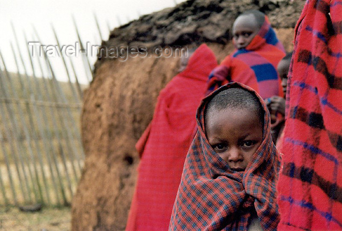 tanzania1: Tanzania - Tanganyika - Ngorongoro area: people in red - Masai village - Unesco world heritage site - photo by N.Cabana - (c) Travel-Images.com - Stock Photography agency - Image Bank