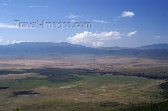 tanzania131: Tanzania - View over the Ngorongoro Crater - photo by A.Ferrari - (c) Travel-Images.com - Stock Photography agency - Image Bank