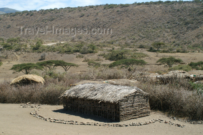 tanzania133: Tanzania - A Masai village near Ngorongoro Crater - photo by A.Ferrari - (c) Travel-Images.com - Stock Photography agency - Image Bank