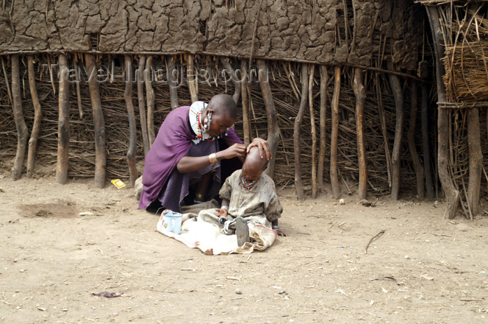 tanzania138: Tanzania - Mother with child in a Masai village near Ngorongoro Crater - photo by A.Ferrari - (c) Travel-Images.com - Stock Photography agency - Image Bank