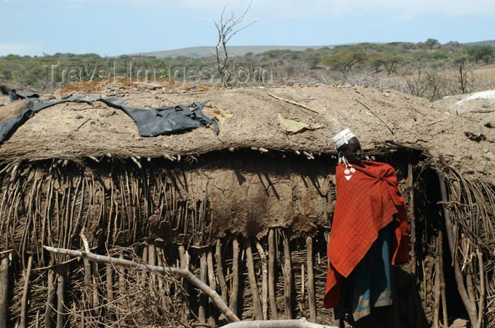 tanzania139: Tanzania - mud house in a Masai village near Ngorongoro Crater - photo by A.Ferrari - (c) Travel-Images.com - Stock Photography agency - Image Bank