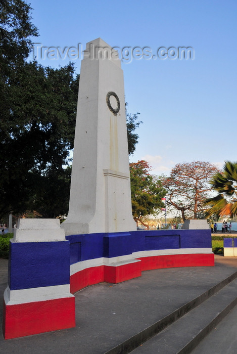 tanzania198: Dar es Salaam, Tanzania: obelisk on Sokoine Drive - photo by M.Torres - (c) Travel-Images.com - Stock Photography agency - Image Bank