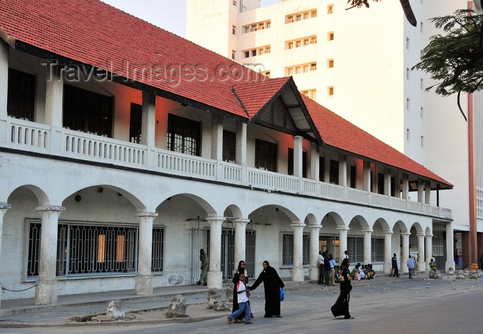 tanzania200: Dar es Salaam, Tanzania: Old Post Office and National Bank of Commerce - Sokoine Drive - Posta ya Zamani - photo by M.Torres - (c) Travel-Images.com - Stock Photography agency - Image Bank