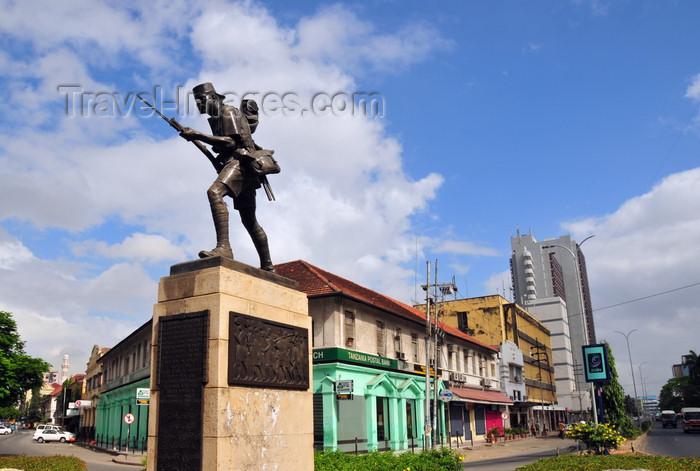 tanzania26: Dar es Salaam, Tanzania: Askari Monument - Indira Gandhi Street (left) and Azikive Street (right) - photo by M.Torres - (c) Travel-Images.com - Stock Photography agency - Image Bank