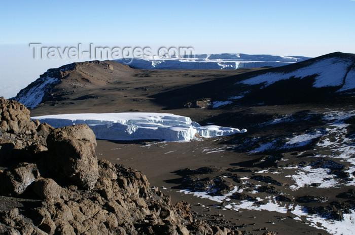 tanzania87: Tanzania - Kilimanjaro NP: Marangu Route - day 5 - Mount Kilimanjaro, looking into the Kibo crater from Uhuru Peak - photo by A.Ferrari - (c) Travel-Images.com - Stock Photography agency - Image Bank