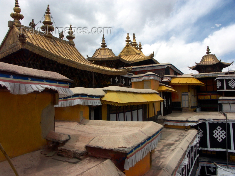 tibet13: Tibet - Lhassa / LXA : Potala Palace - roofs - Unesco world heritage site - photo by P.Artus - (c) Travel-Images.com - Stock Photography agency - Image Bank