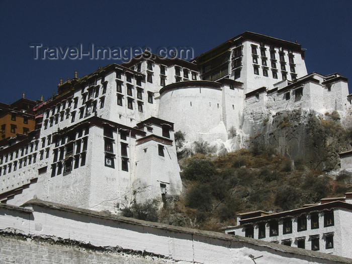 tibet54: Tibet - Lhasa: climbing to Potala Palace, now a museum - photo by M.Samper - (c) Travel-Images.com - Stock Photography agency - Image Bank