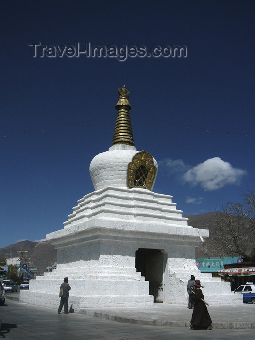 tibet56: Tibet - Lhasa: stupa / chorten near Potala palace - photo by M.Samper - (c) Travel-Images.com - Stock Photography agency - Image Bank