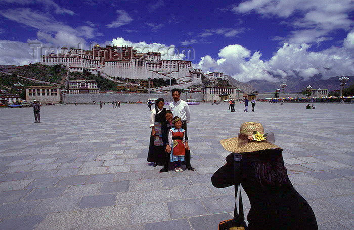 tibet78: Lhasa, Tibet: Potala Palace - family portrait - photo by Y.Xu - (c) Travel-Images.com - Stock Photography agency - Image Bank