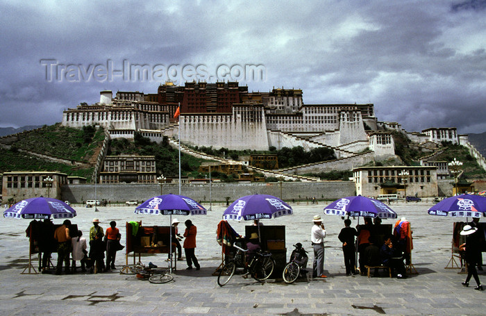 tibet81: Lhasa, Tibet: Potala Palace - the photographers' stalls - photo by Y.Xu - (c) Travel-Images.com - Stock Photography agency - Image Bank