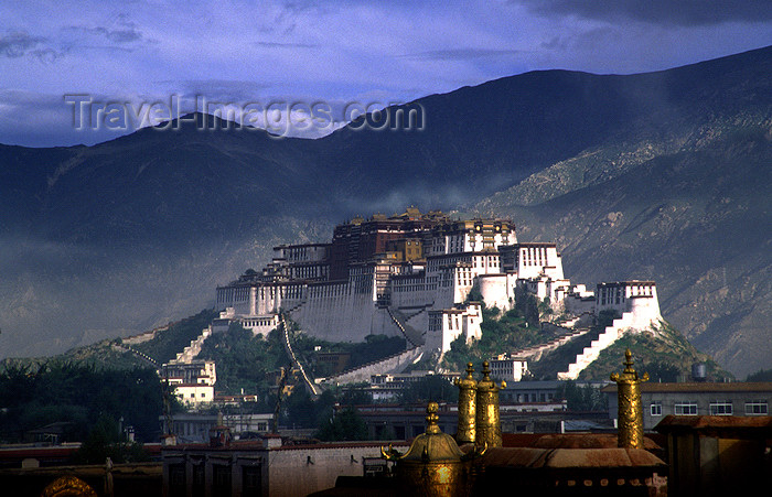 tibet82: Lhasa, Tibet: Potala Palace and the mountains - photo by Y.Xu - (c) Travel-Images.com - Stock Photography agency - Image Bank