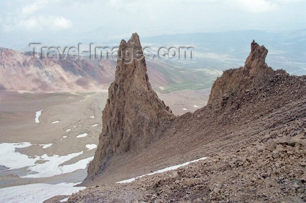 turkey113: Mount Erciyes / Erciyes dag, Kayseri province, Central Anatolia, Turkey: rock formations - photo by J.Kaman - (c) Travel-Images.com - Stock Photography agency - Image Bank