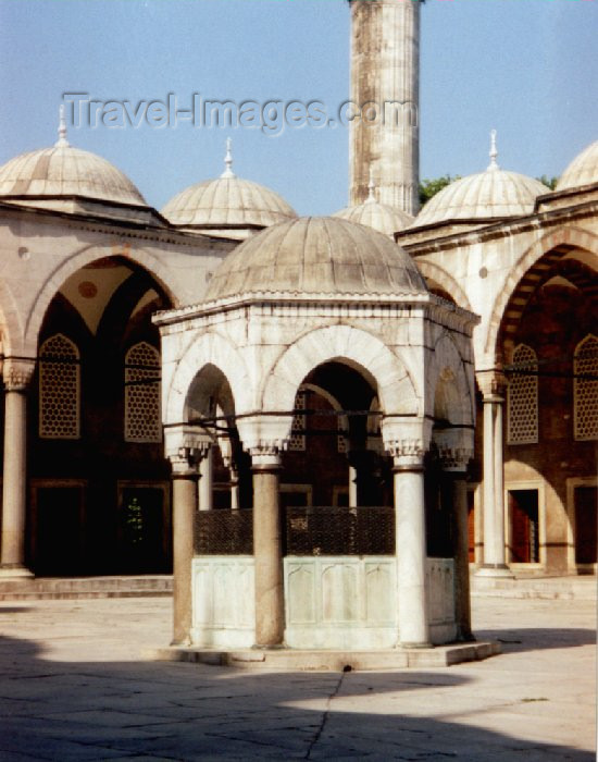 turkey13: Turkey - Istanbul: Ottoman harmony - ablutions fountain - sadirvan - Blue mosque - Sultan Ahmet Camii - photo by M.Torres - (c) Travel-Images.com - Stock Photography agency - Image Bank
