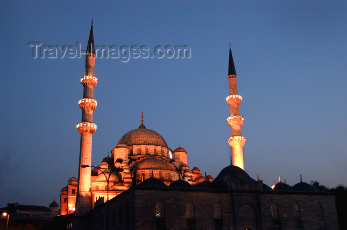 turkey173: Istanbul, Turkey: yeni camii / the New mosque at night - photo by J.Wreford - (c) Travel-Images.com - Stock Photography agency - Image Bank