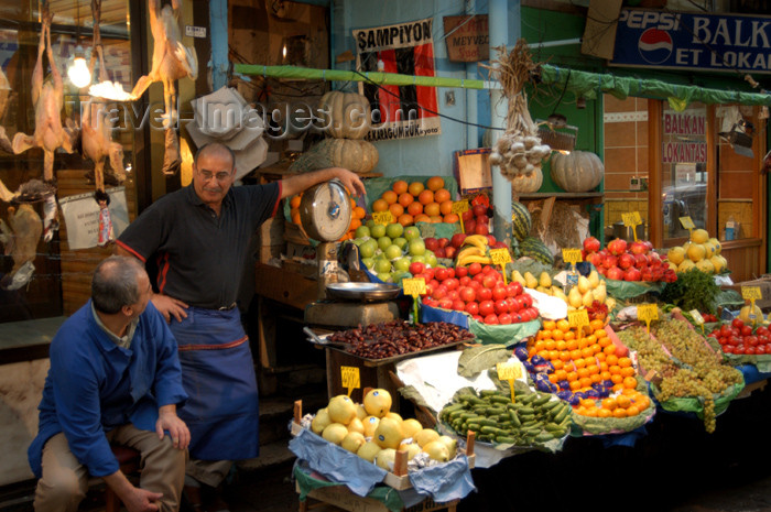 turkey177: Istanbul, Turkey: fruit and vegetables market - photo by J.Wreford - (c) Travel-Images.com - Stock Photography agency - Image Bank