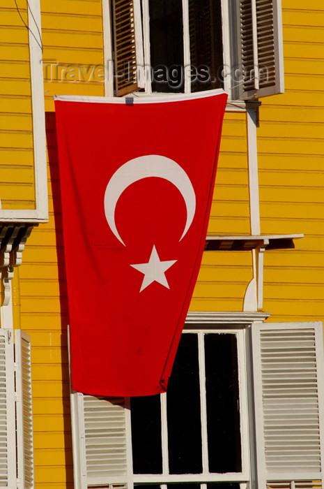 turkey203: Istanbul, Turkey: Turkish flag outside Tourist police station - Turizm Sube Mudurlugu - photo by J.Wreford - (c) Travel-Images.com - Stock Photography agency - Image Bank