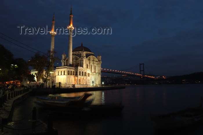 turkey206: Istanbul, Turkey: Ortaköy mosque / Buyuk Necidiye camii and the Bosphorus bridge - link between Asia and Europe - Büyük Mecidiye Camii (Grand Imperial Mosque of Sultan Abdülmecid) - designed by Armenian architects G.Balyan and N.Balyan - photo by J.Wreford - (c) Travel-Images.com - Stock Photography agency - Image Bank