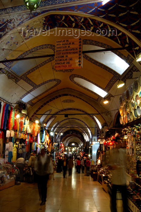 turkey210: Istanbul, Turkey: the grand bazaar - endless corridor - photo by J.Wreford - (c) Travel-Images.com - Stock Photography agency - Image Bank