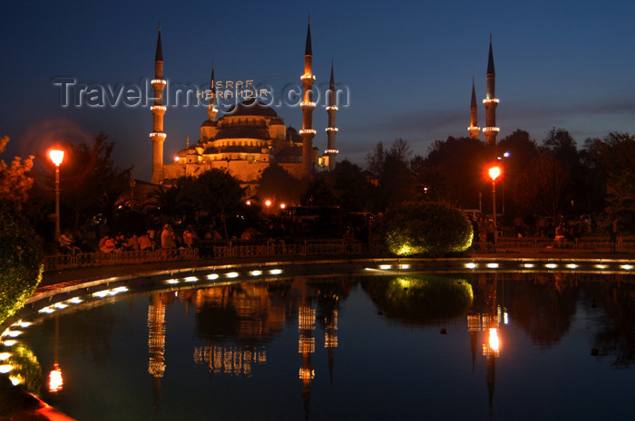 turkey218: Istanbul, Turkey: the Blue mosque at night - aka Sultan Ahmed Mosque - designed by Sedefhar Mehmet Aga- design by Sedefhar Mehmet Aga, based on the Hagia Sophia church - photo by J.Wreford - (c) Travel-Images.com - Stock Photography agency - Image Bank