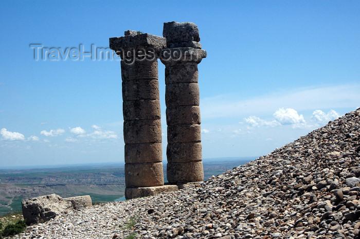 turkey284: Turkey - Karakus Tumulus - tomb of the kings of Commagene - Doric columns - photo by C. le Mire - (c) Travel-Images.com - Stock Photography agency - Image Bank