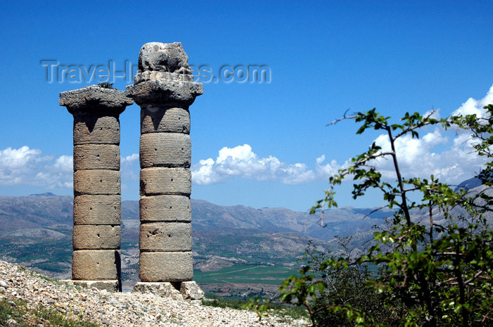 turkey285: Turkey - Karakus Tumulus - tomb of the kings of Commagene - two columns, one with a lion - photo by C. le Mire - (c) Travel-Images.com - Stock Photography agency - Image Bank