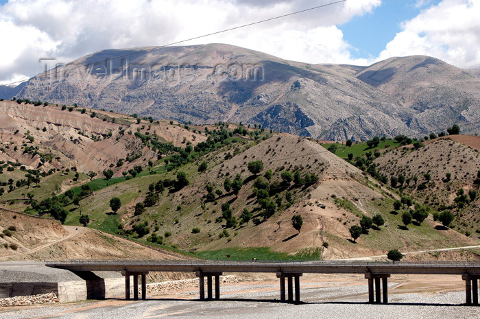 turkey286: Kahta Cayi valley, Adiyaman province, Turkey: bridge - photo by C. le Mire - (c) Travel-Images.com - Stock Photography agency - Image Bank