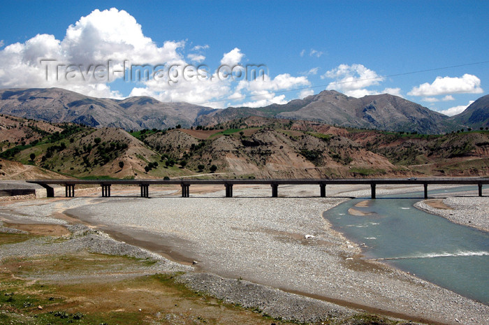 turkey288: Turkey - valley between Kahta and Mt Nemrud: Cendere river, the ancient Chabinas - Kahta Cayi valley - photo by C. le Mire - (c) Travel-Images.com - Stock Photography agency - Image Bank