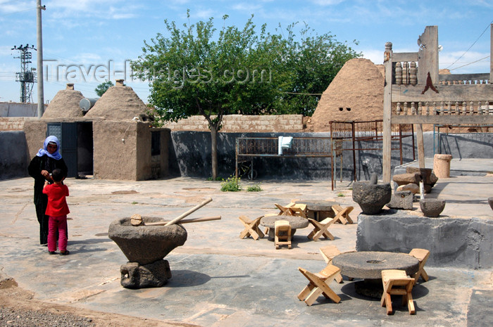 turkey304: Turkey - Harran: beehive houses - a courtyard / maisons en termitières - photo by C. le Mire - (c) Travel-Images.com - Stock Photography agency - Image Bank