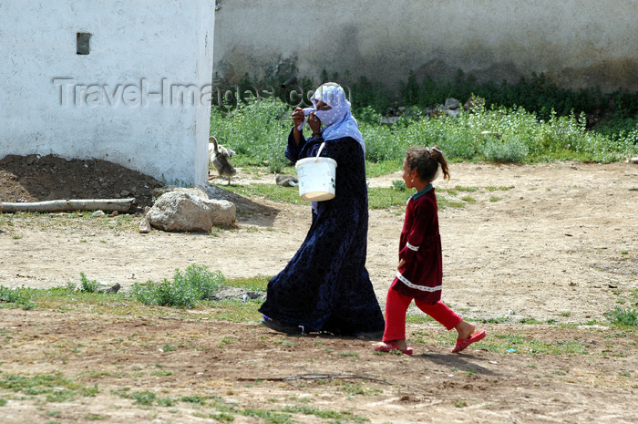 turkey307: Turkey - Harran: woman and girl - photo by C. le Mire - (c) Travel-Images.com - Stock Photography agency - Image Bank