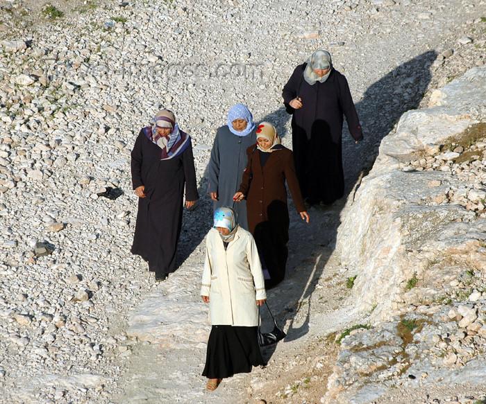turkey313: Urfa / Edessa / Urhai, Turkey: Kurdish women with hijab at the foot of the citadel - femmes portant le foulard, au pied de la citadelle - photo by C. le Mire - (c) Travel-Images.com - Stock Photography agency - Image Bank