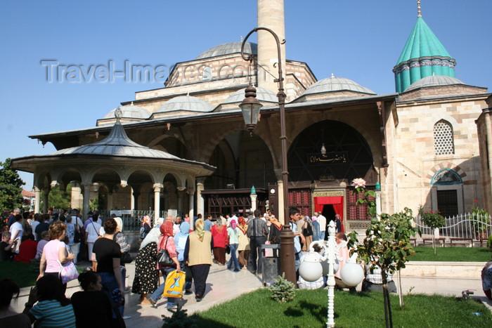 turkey352: Turkey - Konya: pilgrimns at the Mevlana's mausoleum - photo by C.Roux - (c) Travel-Images.com - Stock Photography agency - Image Bank