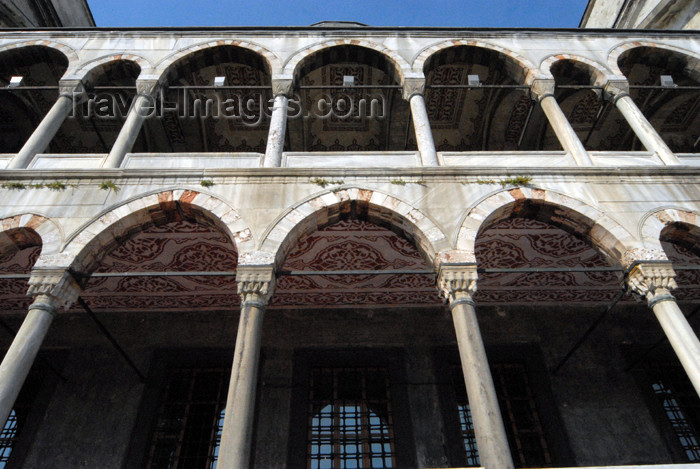 turkey391: Istanbul, Turkey: Blue mosque - external arcade - Sultan Ahmet Camii - photo by M.Torres - (c) Travel-Images.com - Stock Photography agency - Image Bank