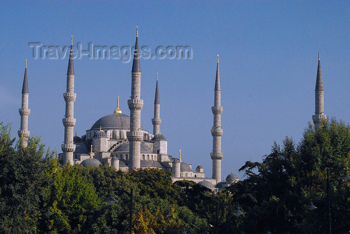 turkey394: Istanbul, Turkey: Blue mosque - Sultan Ahmet Camii - Sultan Ahmet Square - Eminönü District - photo by M.Torres - (c) Travel-Images.com - Stock Photography agency - Image Bank