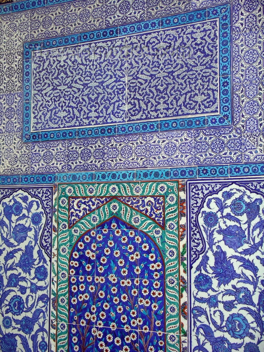 turkey41: Turkey - Istanbul / Constantinople / IST: Topkapi palace - tiles - photo by R.Wallace - (c) Travel-Images.com - Stock Photography agency - Image Bank