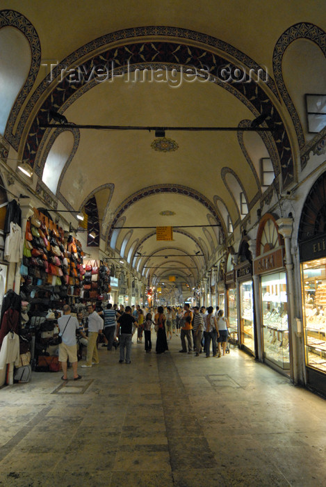 turkey410:  Istanbul, Turkey: in the bazaar - Kapali Carsi - built under Sultan Mehmed the Conqueror - photo by M.Torres - (c) Travel-Images.com - Stock Photography agency - Image Bank