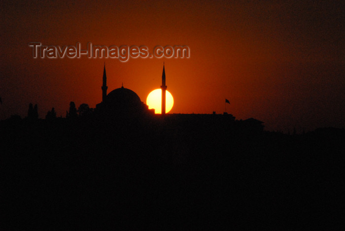 turkey417: Istanbul, Turkey: Sultan Selim mosque and the Golden Horn at sunset - silhouette - photo by M.Torres - (c) Travel-Images.com - Stock Photography agency - Image Bank