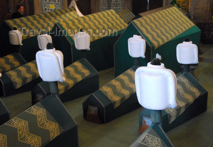 turkey434: Istanbul, Turkey: white turbans and and coffins - tomb of Sultan Ahmed I - Eminönü District - photo by M.Torres - (c) Travel-Images.com - Stock Photography agency - Image Bank