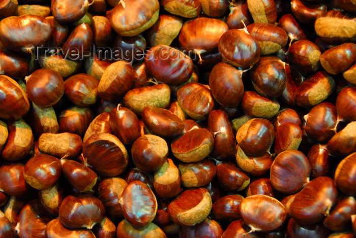turkey446: Istanbul, Turkey: chestnuts - Spice Bazaar aka Egyptian Bazaar - Eminönü District - photo by M.Torres - (c) Travel-Images.com - Stock Photography agency - Image Bank