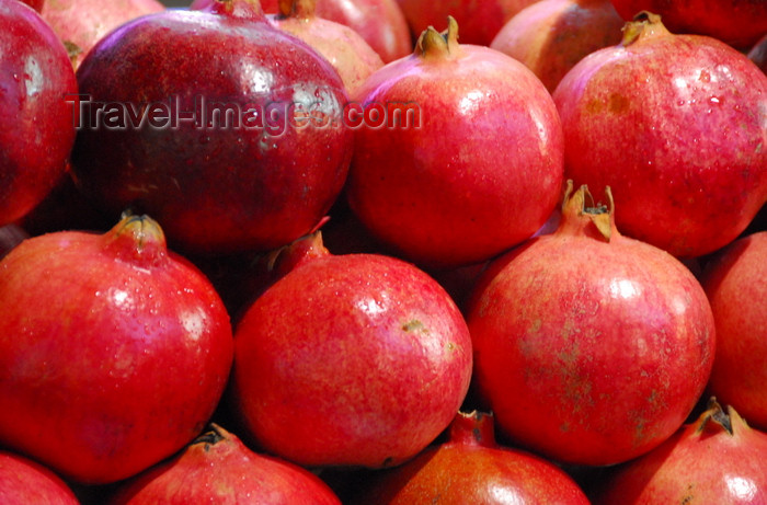 turkey447: Istanbul, Turkey: pomegranates - Spice Bazaar aka Egyptian Bazaar - Eminönü District - photo by M.Torres - (c) Travel-Images.com - Stock Photography agency - Image Bank
