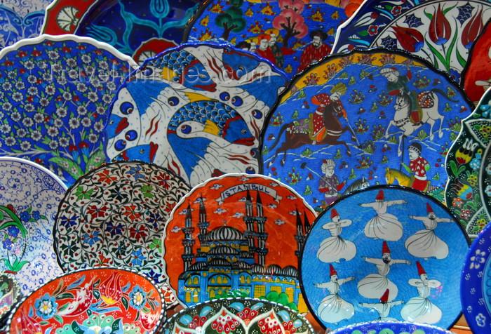 turkey450: Istanbul, Turkey: decorated plates - Spice Bazaar aka Egyptian Bazaar - Eminönü District - photo by M.Torres - (c) Travel-Images.com - Stock Photography agency - Image Bank