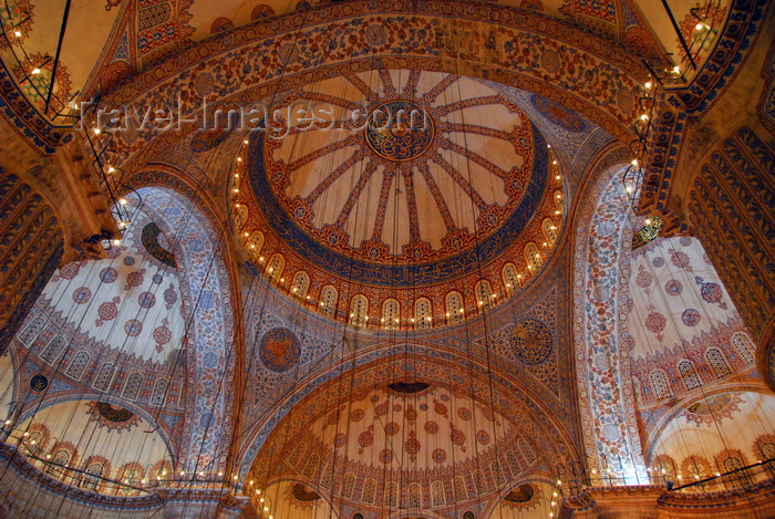 turkey471: Istanbul, Turkey: Sultan-Ahmet mosque aka Blue mosque - dome and half domes - nocturnal - Eminönü district - photo by M.Torres - (c) Travel-Images.com - Stock Photography agency - Image Bank