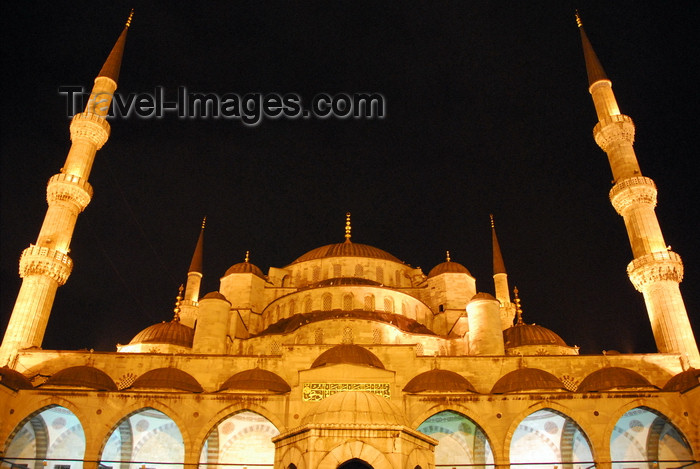 turkey473: Istanbul, Turkey: Sultan-Ahmet mosque aka Blue mosque - view from the courtyard - nocturnal - Eminönü district - photo by M.Torres - (c) Travel-Images.com - Stock Photography agency - Image Bank