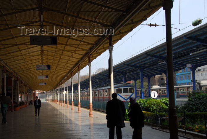 turkey475: Istanbul, Turkey: platform at Sirkeci Train Station - Eminönü District - photo by M.Torres - (c) Travel-Images.com - Stock Photography agency - Image Bank