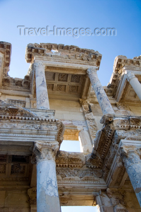 turkey48: Efes / Ephesus - Selcuk, Izmir province, Turkey: top section of the Library of Celsus - a monumental tomb for Gaius Julius Celsus Polemaeanus, the governor of the province of Asia, built by his son Galius Julius Aquila - photo by D.Smith - (c) Travel-Images.com - Stock Photography agency - Image Bank