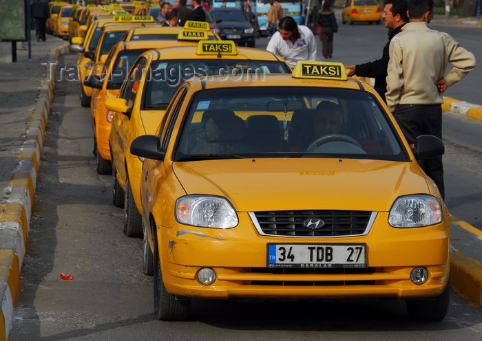 turkey486: Istanbul, Turkey: yellow cabs - taxis in Üsküdar square - Üsküdar District - photo by M.Torres - (c) Travel-Images.com - Stock Photography agency - Image Bank