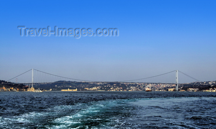 turkey490: Istanbul, Turkey:  Bosphorus Bridge - connecting Europe (left) and Asia (right), Ortaköy and Beylerbeyi respectively - gravity anchored suspension bridge designed by British civil engineers Sir Gilbert Roberts and William Brown - Bogaziçi Köprüsü - photo by M.Torres - (c) Travel-Images.com - Stock Photography agency - Image Bank