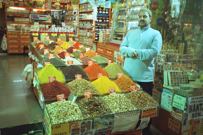 turkey511: Istanbul, Turkey: vendor at the Spice market - Egyptian bazaar - photo by S.Lund - (c) Travel-Images.com - Stock Photography agency - Image Bank