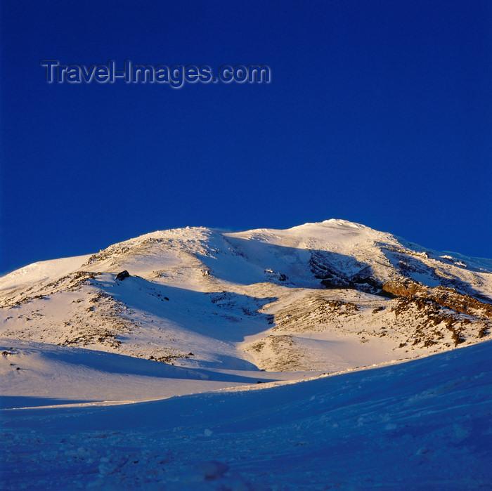 turkey540: Mount Ararat / Masis / Agri dagi, Agri Province, East Anatolia, Turkey: snow-capped volcanic cone - 5165 m - stratovolcano - photo by W.Allgöwer - (c) Travel-Images.com - Stock Photography agency - Image Bank